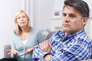 Kommt es zur Scheidung, tritt der Versorgungsausgleich in Kraft – sofern im Ehevertrag keine anderen bzw. abweichenden Regelungen getroffen wurden. (#05)