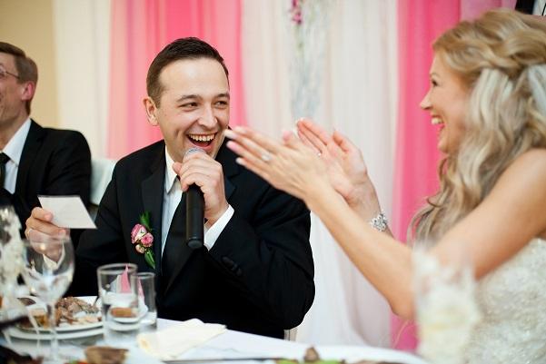 In aller Regel ist es auch das Brautpaar selbst, das eine Rede hält. (#01)