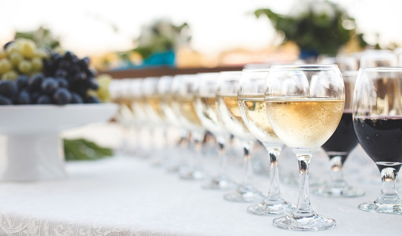 Unverzichtbar für eine Hochzeit: Ein richtig guter Tropfen edler Rot- und Weißweine. (#1)