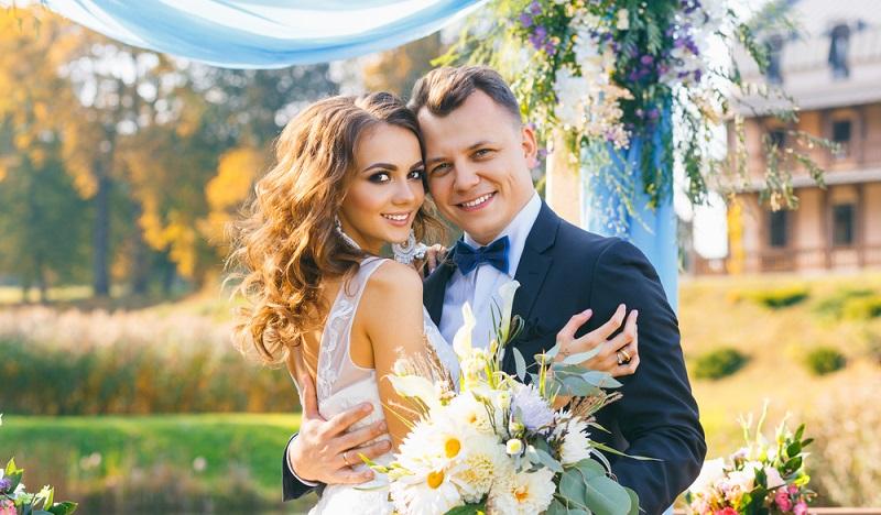 Man engagiert also einen echten Experten, wenn man sich dazu entschließt, die Weine der Hochzeitsparty vom Fachmann auswählen zu lassen. (#4)