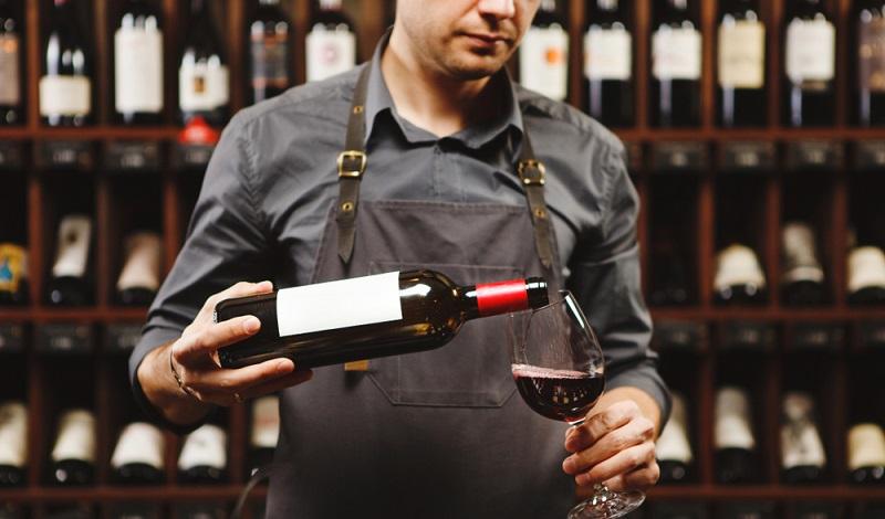 Was sind das eigentlich für Leute, fragt sich bestimmt mancher Hochzeitsgast. Es handelt sich um echte Genussmenschen, die guten Wein lieben und dafür im Idealfall bereit sind, alles aufzugeben. (#3)