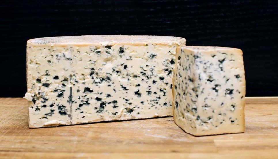 Auvergne-Galerie, Foto #1: Der Fourme d'Ambert ist eine sehr alte französische Edelschimmelkäsesorte der Auvergne. Der Fourme d'Ambert wird traditionell aus der Milch des Salers-Rinds hergestellt. (#1)
