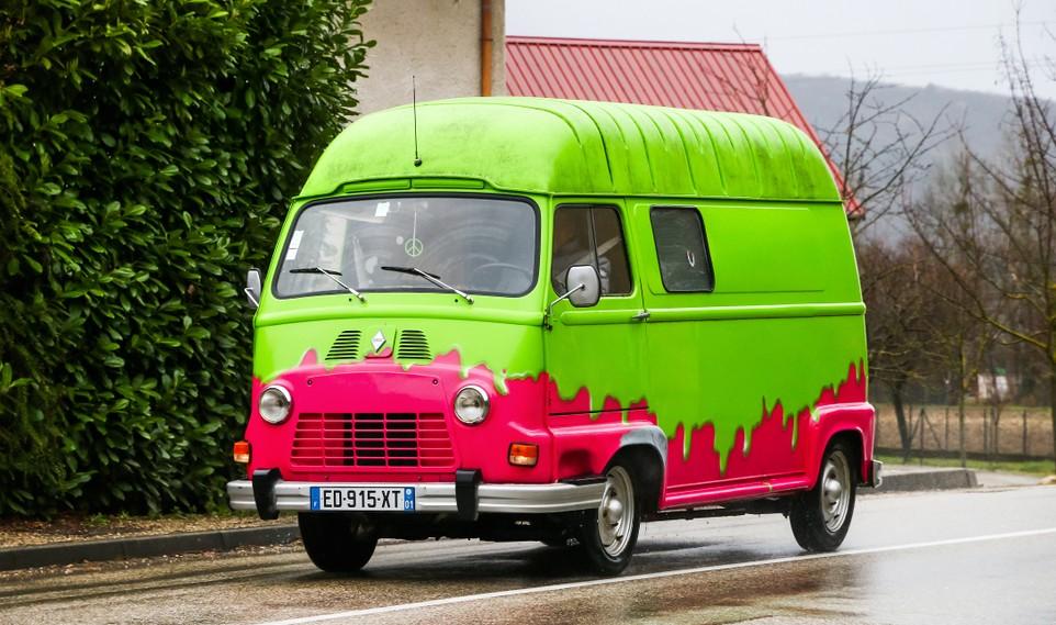 Auvergne-Galerie, Foto #3: Einer der berühmten Renault Estafette Kleintransporter. Jahrelang von den Straßen Frankreichs nicht wegzudenken, finden sie sich immer noch. (#3)
