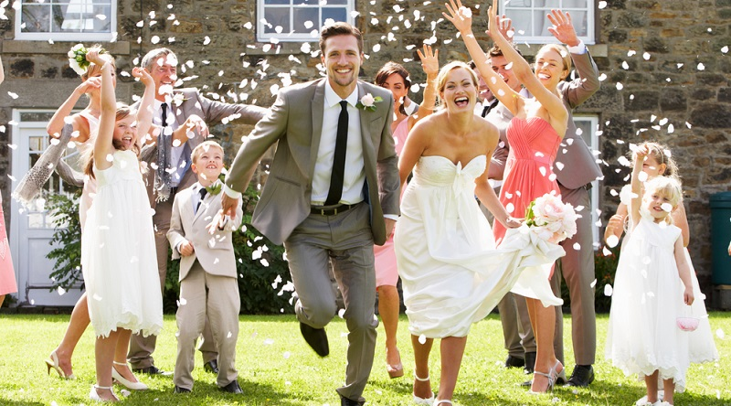 Paare, die selbst noch keine Kinder haben, wollen vielleicht keine Kinder auf ihrer Hochzeit haben.