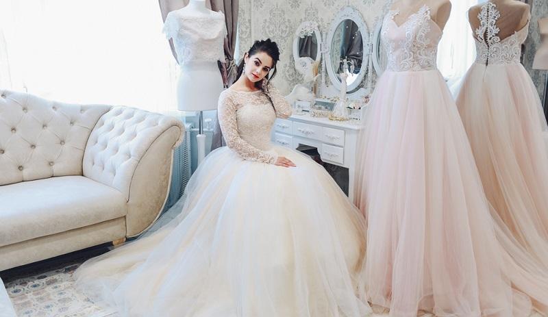 Das Kleid will ausgesucht werden, der Junggesellinnenabschied steht an und es wird eine starke Schulter zum Klären aller Zweifel gesucht.